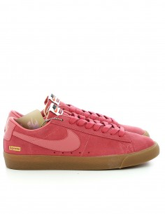 "Nike SB x Supreme Blazer Low Gt QS ""Fuck the world"""
